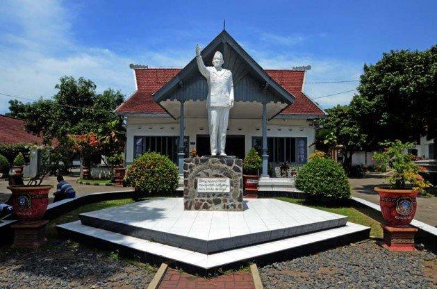 Istana Gebang sebagai rumah tinggal Bung Karno bersama kedua orangtua