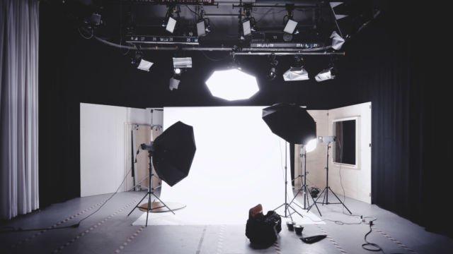 Persiapkan Kamera dan Pencahayaan