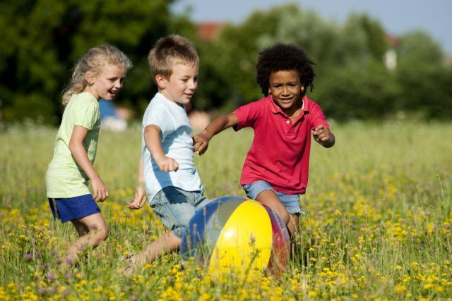 minta ijin bermain bola bersama teman ataupun kegiatan lainnya
