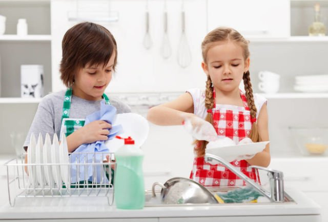 seperti mencuci piring dari makanannya sendiri