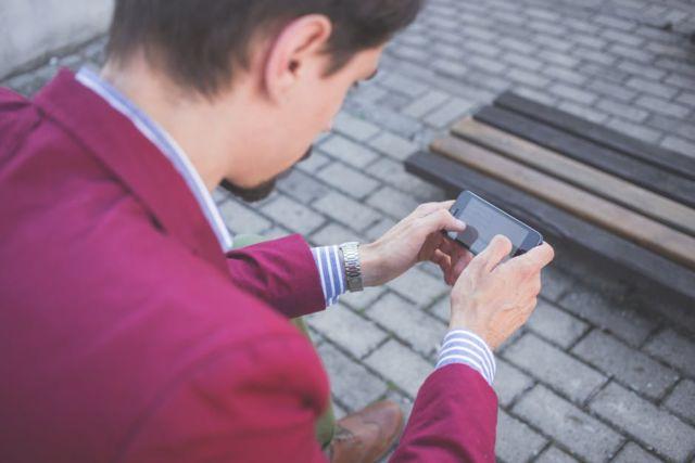 cobblestones-hands-man-mobile-phone