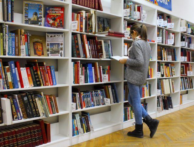 Mahasiswa di Perpustakaan