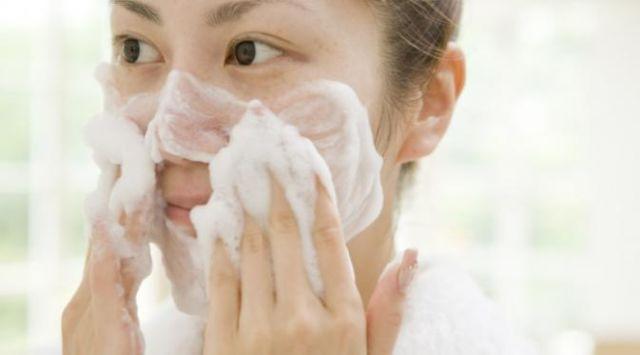 Bersih-bersih wajah itu wajib!