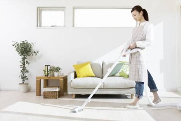 Membersihkan rumah