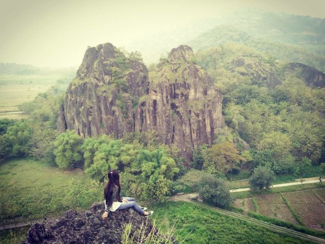 Dari tebing puncak Gunung Sepikul