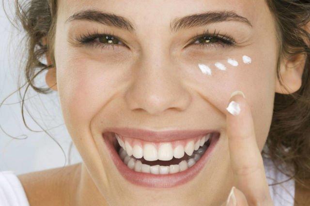 akai sunscreen minimal 20 menit sebelum keluar ruangan untuk cegah dampak buruk paparan sinar matahari