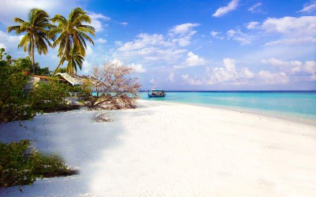 Pantainya adem ya :)