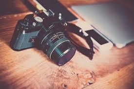Kamera atau handphone
