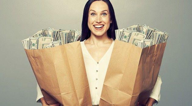 Karyawan membuat lebih banyak uang