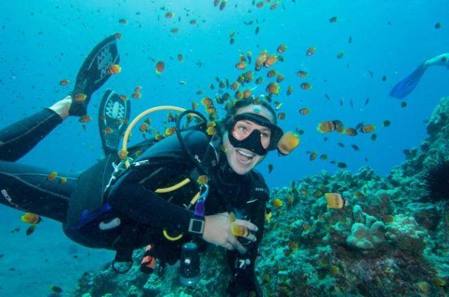 Diving contohnya :)
