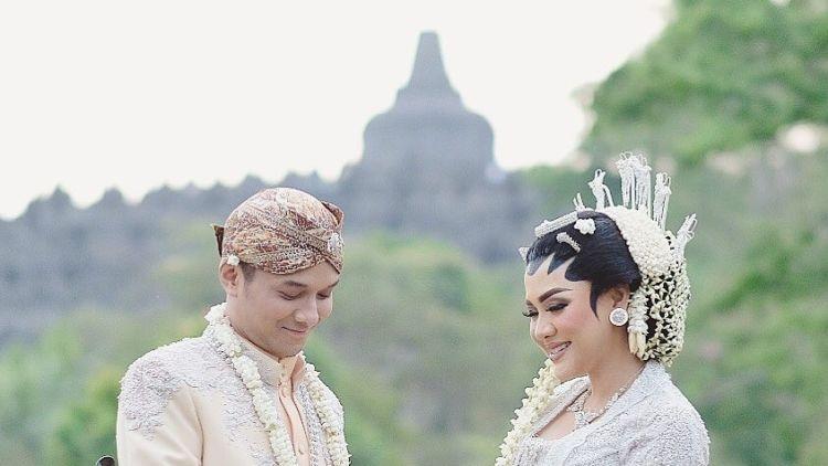 13 Foto Inspirasi Dari Pernikahan Vicky Shu Dengan Latar