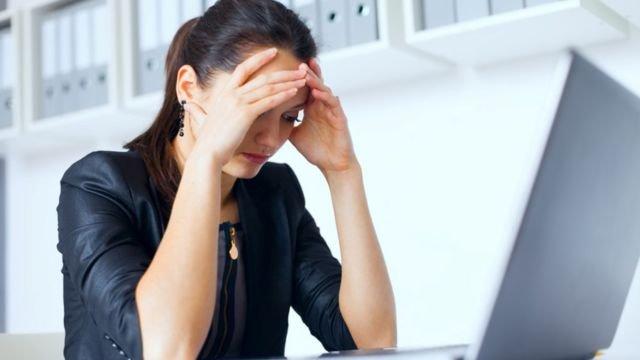 Kalo kerjaan kantor mulai numpuk jangan lupa minum kopi biar ngga stres