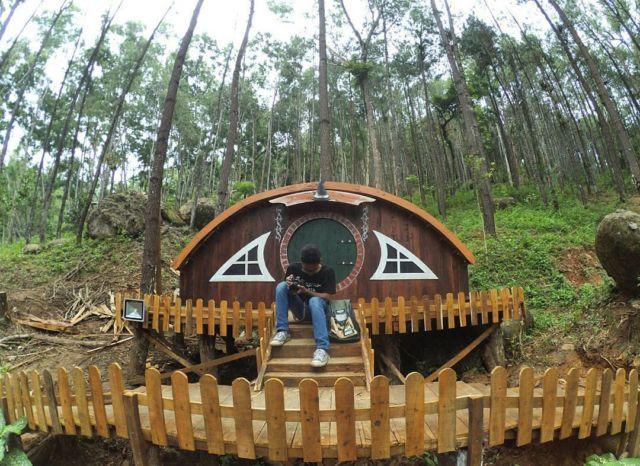 Rumah Hobbit di Seribu Batu Songgo Langit