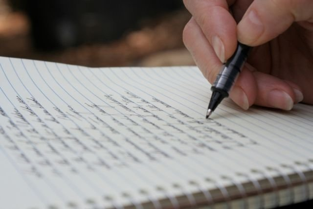 Rileks dan tuangkan pemikiranmu ke dalam tulisan