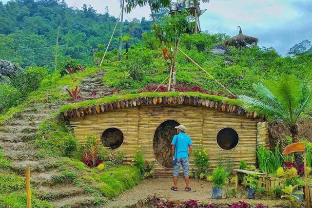 Rumah Hobbit di Lembah Semilir
