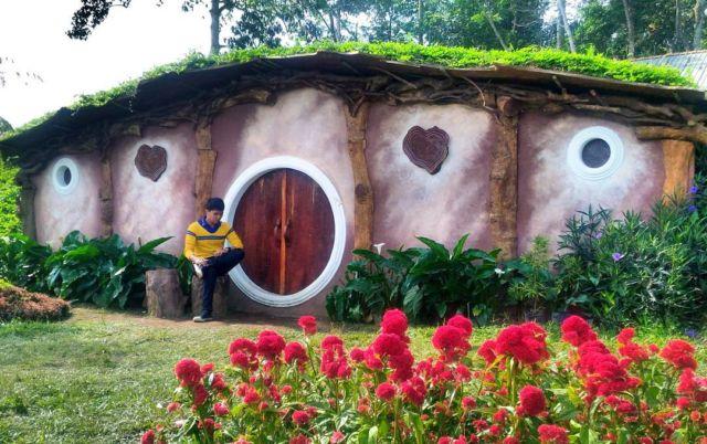Rumah Hobbit di Candi Gedong Songo