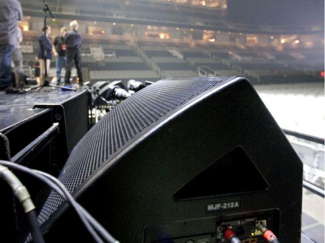 Monitor di Panggung