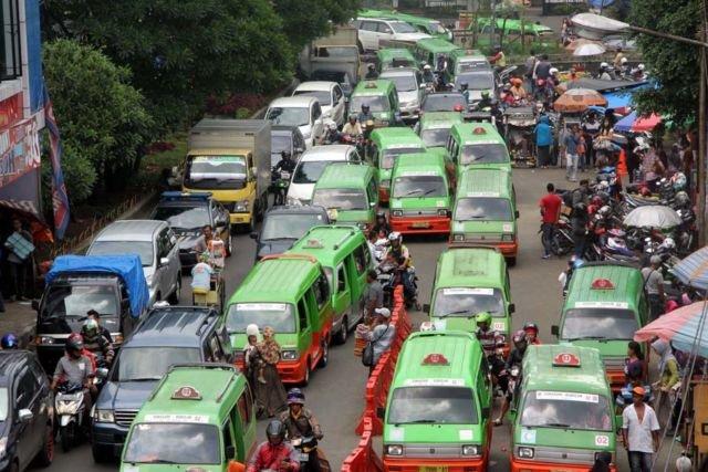 Kota Bogor yang penuh sesak dengan angkot