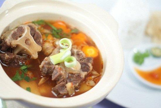 kuliner sop buntut yang enak dan lezat