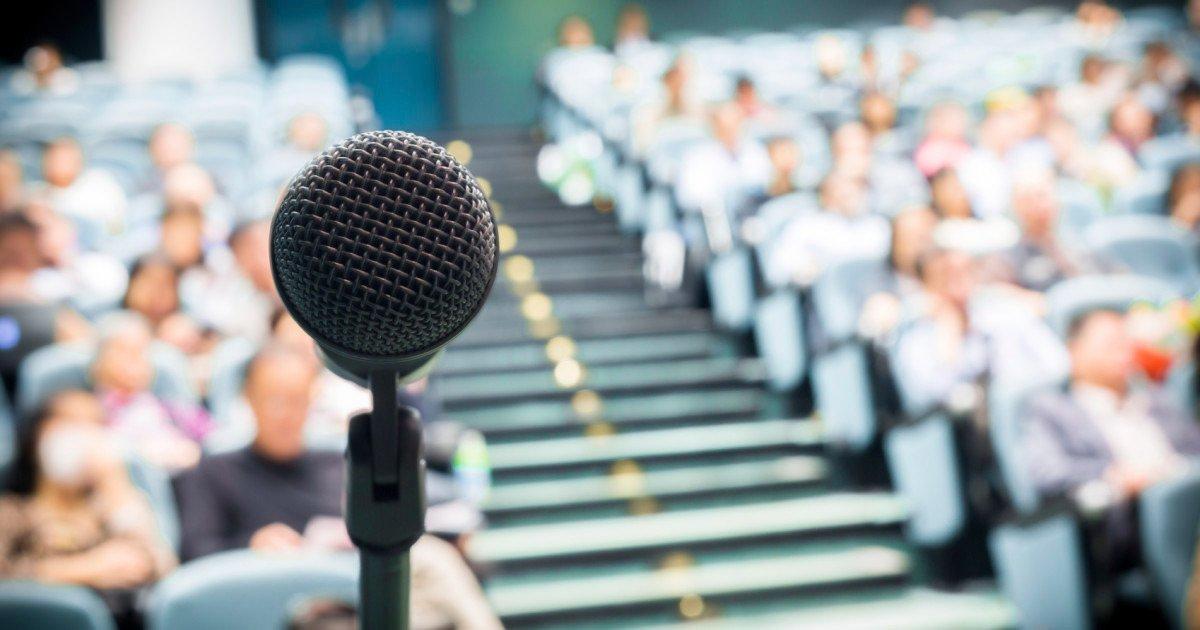 4 Cara Untuk Mempersiapkan Berbicara di Depan Umum
