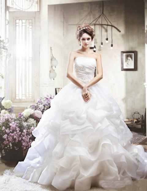 Contoh gaun pengantin