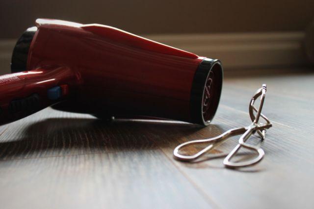 hair dryer + eyelash curlier
