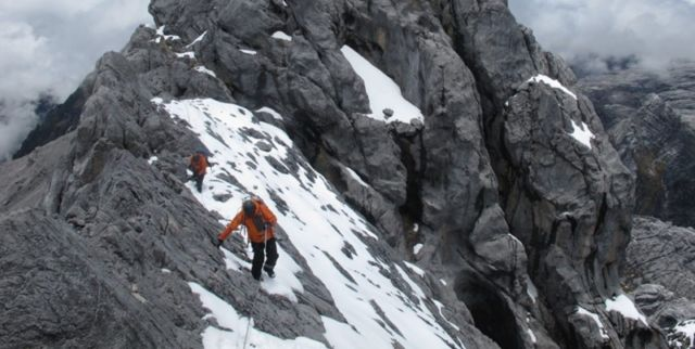Pendakian menuju puncak Cartenz