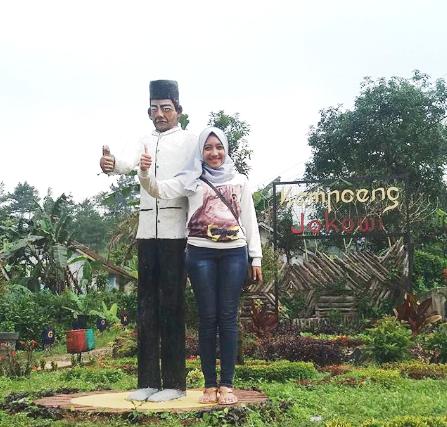 Disini ada Kampung Amsterdam, Kampung My Darling dan juga Kampung Jokowi