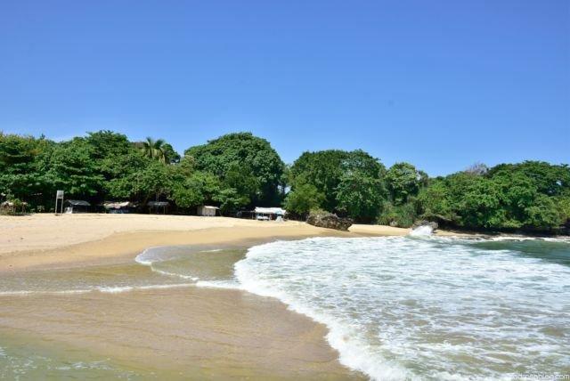 Pesona Pasir Putih Dan Pulau Eksotis Pantai Santolo