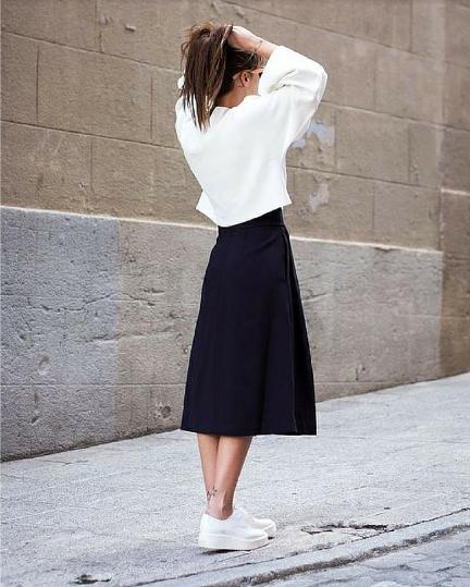 Faminine dengan skirt
