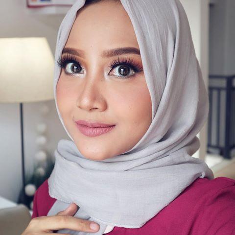 Linda Kayhz juga sempat membahas tentang make-up khusus kulit sawo matang di salah satu vlog-nya