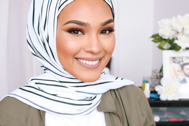 Chinutay juga kerap menampilkan tutorial hijab di vlog-nya.