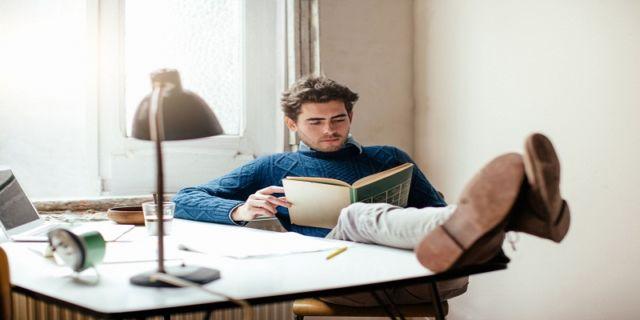 Hobi Membaca Bantu Anda Raih Kesuksesan Kerja