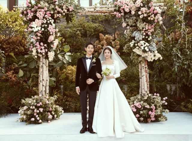 Janji suci di pernikahan Song Song Couple