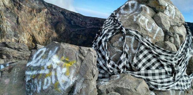 Vandalisme di Atas Gunung
