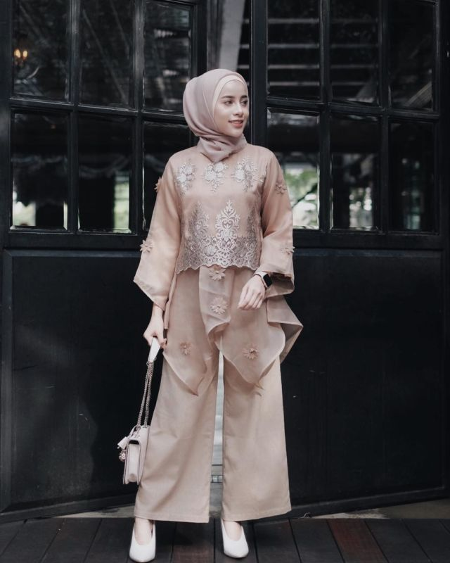Celana Untuk Batik Pria: 14 Model Setelan Celana Untuk Kondangan. Tampil Formal