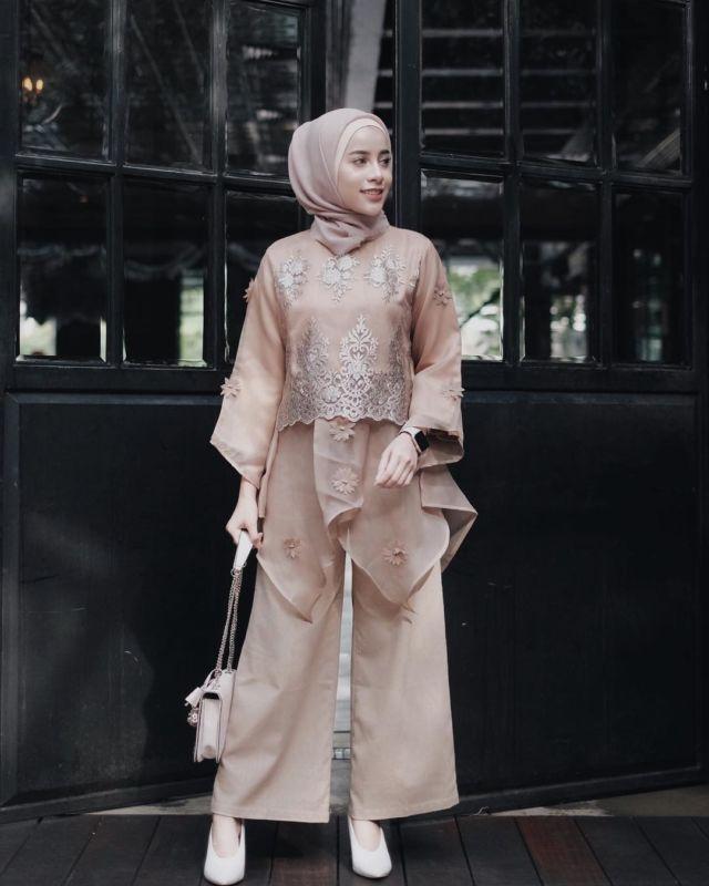 Celana Batik Modern Pria: 14 Model Setelan Celana Untuk Kondangan. Tampil Formal
