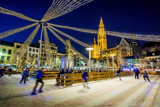 ice skating saat Natal