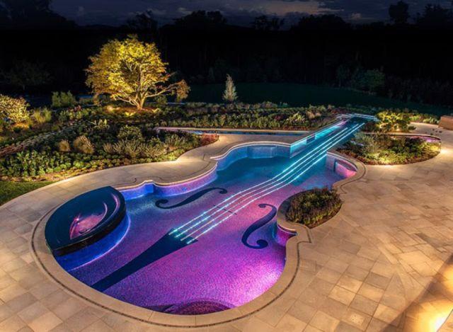 kolam bentuk gitar