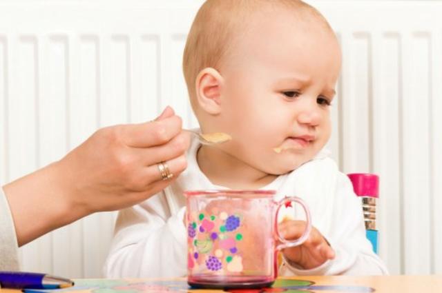 anak bayi memuntahkan makanan nya