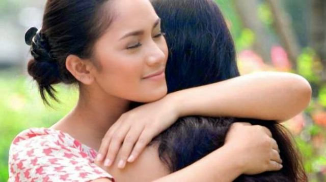 pelukan ibu