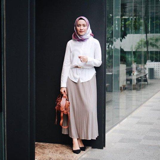Dress Code Casual Hijab Lifestyle Wanita