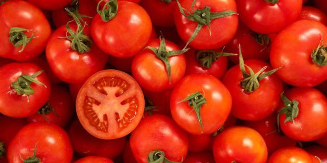 Si merah adalah tomat