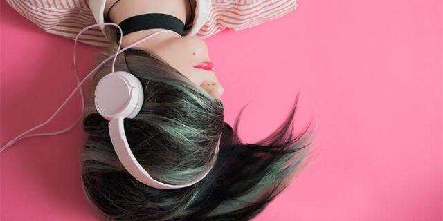 Tidur Sambil Streaming Musik Online