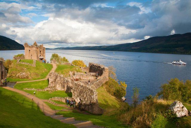 Loch Ness dan Urquhart