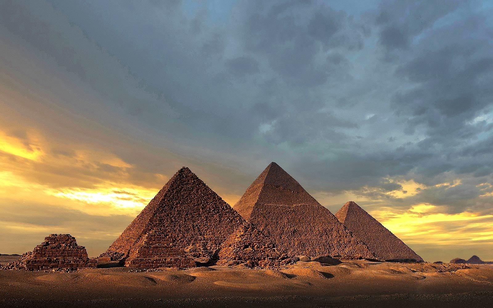 Rahasia Di Balik 8 Bangunan Kuno Paling Megah Masih Berdiri Kokoh Padahal Tanpa Teknologi Modern Bangunan tertua di dunia