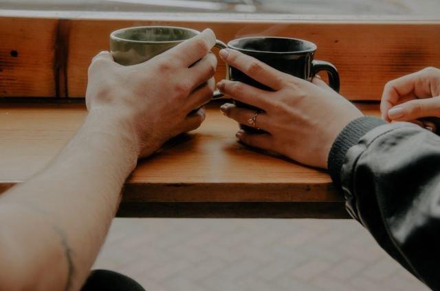 Percaya atau nggak, perihal pernikahan juga menjadi ketakutan terbesarmu. Begitu teman sudah dilamar, kamu jadi makin sering ngasih kode ke pacar