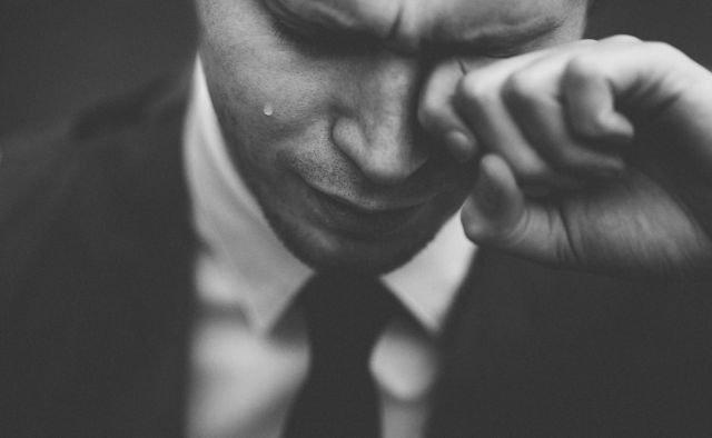 6 Alasan Tangisan Cowok Adalah Luapan Emosi Paling Dalam Cewek Perlu Pahami Rahasia Ini