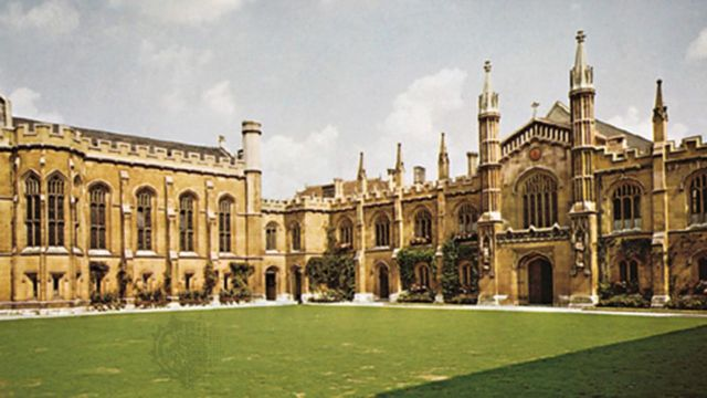 "Eksterior ""Cambridge University""."