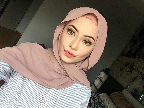 Gunakan Jilbab dengan Warna Terang